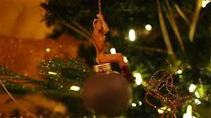 miley cyrus wrecking x ornament canadé