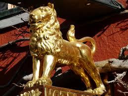 gold lion statue gold lion statue free image peakpx