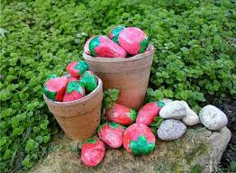 painted rocks for artistic yard and garden designs 40 cute
