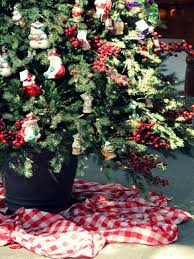 how to make a christmas tree skirt from a tablecloth diy