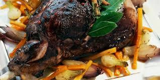 comment cuisiner un cuissot de chevreuil cuissot de chevreuil de noël aux épices douces et légumes confits