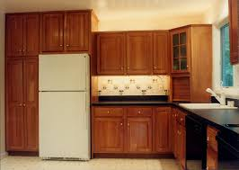 Kitchen Backsplash Cherry Cabinets by Mesmerizing Dark Granite Countertop Cherry Cabinets With Under