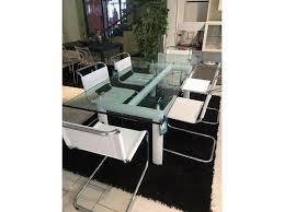 tavoli le corbusier cassina le corbusier tavolo cristallo e sedie jacobsen in cuoio