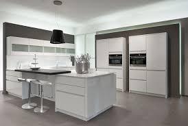 modele cuisine blanc laqué ahurissant modele cuisine blanc laqué cuisine amenagee blanche idee