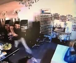 salon cuisine am icaine california assaulted in a nail salon daily mail
