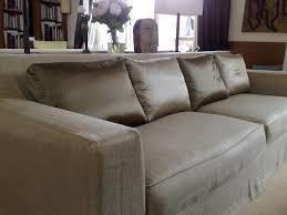 rehousser un canapé housse de canape atelier du passage tapissier décorateur