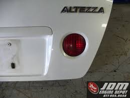 white lexus is300 98 05 toyota altezza lexus is300 sxe10 oem white rear trunk lid