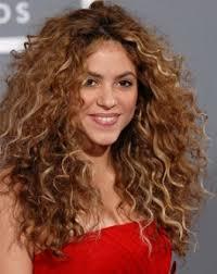 quelle coupe pour cheveux pais réduire le volume des cheveux bouclés épais qui gonflent