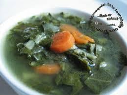cuisiner des feuilles de blettes soupe toute légère aux feuilles de blettes recette ptitchef