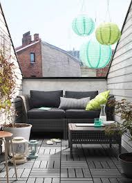 canapé balcon petit balcon meublé d un canapé deux places noir avec coussins et d