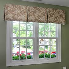 inverted box pleat valance with contrast pleats and buttons