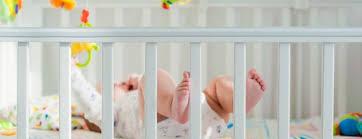 préparer la chambre de bébé lits de bébé quel matériel pour le sommeil d un nouveau né mpedia fr