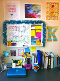 College Desk Organization by College Dorm Desk I Can Only Hope I Can Be This Organized