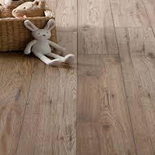 Laminate Flooring Wood Schreiber Chicheley Oak Laminate Flooring 1 76 Sq M Per Pack
