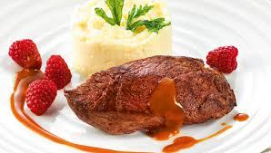 cuisiner le kangourou recette pavé de kangourou et framboises sauce grand veneur facile