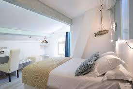hotel chambre familiale chambres d hôtel climatisées au calme à collioure au bord de la