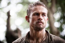 how to get thecharlie hunnam haircut charlie hunnam went completely off the grid filming lost city of z