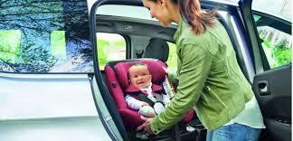 voiture 3 sièges bébé enfants en voiture la moitié sont mal installés challenges fr