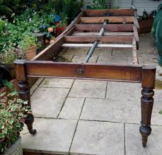1830s mahogany extending wind out dining table base with very