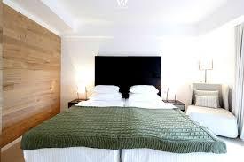 Schlafzimmer Gross Einrichten Holz Im Schlafzimmer Ob Am Boden Oder Als Wandverkleidung Gibt
