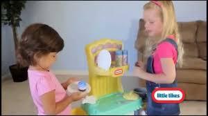 Little Tikes Childrens Kitchen by Little Tikes Cupcake Kitchen Childrens Toy Kitchen Youtube