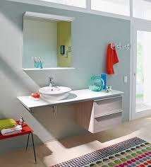 badezimmer dunkelblau wohnen mit farbe erfrischend zartes blau und helles holz bild