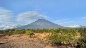 aktuelle vulkanausbrüche bali vulkan mount agung droht ausbruch 14 000 menschen fliehen