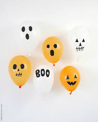 diy halloween balloons with black electrical tape party ideas