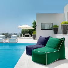 modele de jardin moderne chaise longue pouf de jardin moderne sacco par talenti