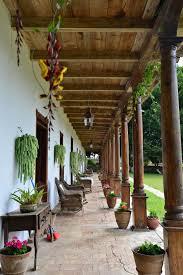 corredor en perspectiva de una casa colonial patios y corredores
