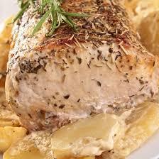 cuisiner roti de porc recette rôti de porc à l ail au thym et rattes au four