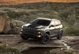 jeep cherokee trailhawk red what u0027s new for the 2017 jeep cherokee lineup car pro