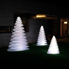 led christmas tree chrismy led christmas tree vondom ambientedirect