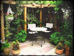 Ideas For Very Small Gardens by Ideas Courtyards Design Garden Courtyard Very Small Awesome