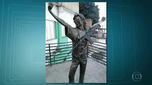 nissan armada zona franca polícia identifica suspeitos de colocarem fuzil na estátua de