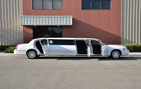 Dodge Challenger Limo - lincoln town car limo excellencelimo com limousine dubai