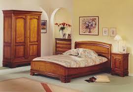 meuble de chambre déco chambre meuble merisier exemples d aménagements