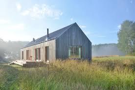 Holzhaus Zu Kaufen Gesucht Modernes Holzhaus Mit Großzügigen Holzfenster Fronten Mitten In
