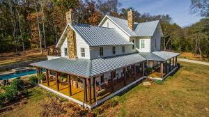 tennessee house miley cyrus goes back to her roots buys 5 8 million tenn home