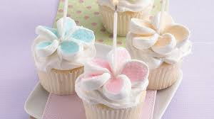 cupcake flowers flower cupcakes recipe bettycrocker