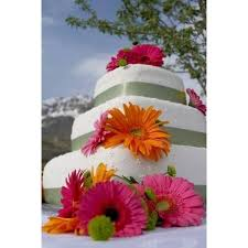 how to decorate a wedding cake using artificial flowers our