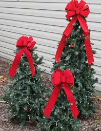 Christmas Decorations Outdoor Garland by 14 Christmas Decorating Hacks Holiday Decoration Tricks