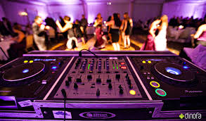 what makes a wedding dj