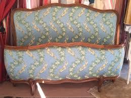 tissu pour fauteuil crapaud fauteuil tonneau 79 fauteuil voltaire à oreilles les jolis