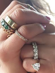 all fingers rings images A side by side carat comparison of different engagement ring sizes gif