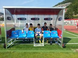 panchina di calcio tutti in co con tim premiate con delle panchine nuove tre