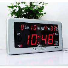 mettre une horloge sur le bureau grand led numérique horloge murale avec calendrier température