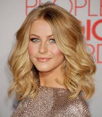 short loose wave hairstyle wavy hairstyle ideas for medium length hair new haircuts to try