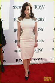 idina menzel u0026 broadway u0027s best ladies mingle at tony honors