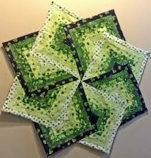 quilted square table toppers spinning star table topper quilting digest